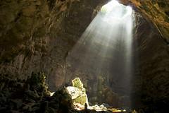 солнечный дождь / les grottes de Castellana (moscouvite) Tags: soleil cave pierres italie apulia sonydslra450 heleneantonuk