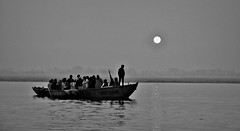 INDIEN, india, (Benares) Varanasi, before sunrise on the Ganges near the ghats, 14407/7284 (roba66) Tags: indienvaranasibenaresfrhmorgendsentlangderghats varanasibenares sip boot boat ganges indien indiennord asien asia india inde northernindia urlaub reisen travel explore voyages visit tourism roba66 benares varanasi ganga ghat pilgerstadt pilger rio river fluss sunrise sonnenaufgang wasser water spiegelung mirror reflejos reflection reflektion riflesso riflessioni reflect reflections glass reflexo