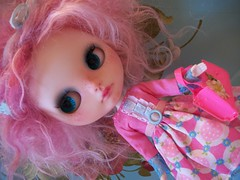 Like Candy....... (simplychictiques) Tags: bluebutterflydollscustom blythe ooakcustomblythedoll lavenderhugscustom freckles weftmohair pinkandburgundypastelweft childlike pink pinkandblue rosieegelutiedress vintagedollpurse shabbychic 2015blythe darktealspeciaktakaraeyechips paisley