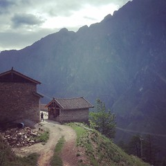 #tbt Tiger Leaping Gorge. #China #yunnan #tourist #snaphappy #tigerleapinggorge #mountains #lp #passionpassport #虎跳峡
