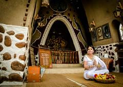 La ofrenda (OneMarie!) Tags: girl nia woman mujer sari white blanco flowers altar temple templo hindi hindu krishna nikon d7100 nikond7100 plegaria ofrenda gift pray mirada