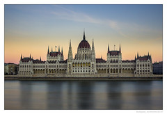 Parlement (SAUVM2) Tags: budapest hongrie hungary parliament parlement danube sunset river long exposure canon eos 600
