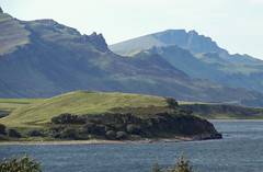 Coast full of legends (RIch-ART In PIXELS) Tags: isleofskye scotland canon mountains mountainside lochslagachan loch lough seaside seascape landscape schotland unitedkingdom sconcer shore coast