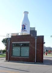 Milk (StuRap) Tags: oklahoma oklahomacity braums architecture