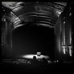 Waiting ..... (CTfoto2013) Tags: thtre theater newengland ambiance atmosphere mood scene stage musique music spectateur bw bn nb piano monochrome noiretblanc blackandwhite artdeco hipstamatic iphone6 musical connecticut hartford bushnelltheater