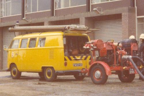"FM-27-05 Volkswagen Transporter kombi 1965 ""Bedrijfsbrandweer Vlisco Helmond"" • <a style=""font-size:0.8em;"" href=""http://www.flickr.com/photos/33170035@N02/30793984504/"" target=""_blank"">View on Flickr</a>"
