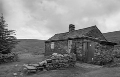 Greg's Hut (ronet) Tags: pentaxmz5n crossfell diydeveloped film gregshut homedeveloped ilfotecddx northumberland utata