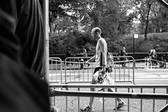 XT1-11-01-15-86-2 (a.cadore) Tags: fujifilmxt1 fujifilm xt1 zeissbiogon28mmf28 biogont2828 zeiss carlzeiss newyorkcity nyc uptown uws centralpark nycmarathon marathon candid blackandwhite bw