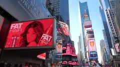 New York: Times Square impressions (Traveller-Reini) Tags: newyork nyc northamerica nordamerika usa usaeast america amerika bigapple tower cityneversleeps urban turm timessquare strasse road metropole megapolis outdoor architektur architecture buildings square artofimages
