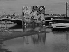 11102014-DSC00076 (sbstnhl - Siti) Tags: bw blanco lago graffiti sony inundacion negro bn ruinas dsch2 epecuen