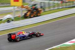 Daniel Ricciardo (Simon Hung Photography) Tags: japan canon october f1 formula1 suzukacircuit 2014 rb10 danielricciardo eos5dmarkiii ef70200mmf28lisiiusm october2014 redbullracingrb10 redbullracing formula1japanesegrandprix