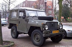 Land Rover 88 1982 (XBXG) Tags: auto old uk holland classic netherlands car amsterdam vintage 1982 automobile nederland rover voiture land british 88 landrover paysbas ancienne engels brits laro anglaise 78htth