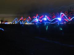 Op de dijk aan het Sint-Annabos, met zicht op de lichtjes van de haven van Antwerpen (Koen Meessens) Tags: haven water sport electric blauw nacht belgi run schelde lopen rood antwerpen donker lichtjes 2014 ballonnen kathedraalvanantwerpen antwerpenlinkeroever