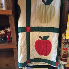 2014 September 30 Apple Barn Cell (King Kong 911) Tags: apple store quilt juice applepie fritters
