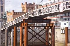 Brcke am Binnenhafen, Hamburg (Jean Ka) Tags: bridge port germany deutschland rust iron harbour hamburg pont alemania hafen brcke rost hamburgo tyskland allemagne hambourg germania fer amburgo rouille eisen niemcy hamborg