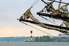 Rigging (Rebecca_bexxi) Tags: lighthouse tallships kiel rigging leuchtturm kielerhafen