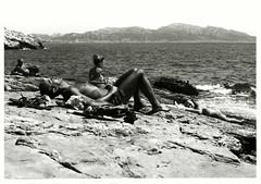J'amerais bien faire l'amour #3 (Nicola Di Virgilio) Tags: camera bw mer marseille mare pentax 28mm delta 100 28 rodinal smc bianco ilford nero analogica argentique nudo oscura stampa malmousque r09 ingranditore anlogue baritata