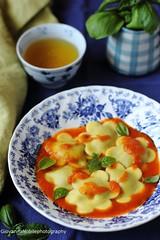 Ravioli con ricotta di capra e melanzane 13 (Giovanna-la cuoca eclettica) Tags: ravioli melanzane pomodori erbearomatiche herbs food primipiattiabasediverdure ricotta