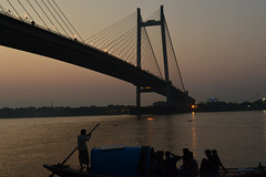 The photogenic Hoogly river (sanat_das) Tags: d800 50mm dusk boat river boatman tourists