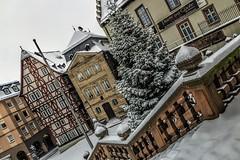 Stiftsplatz im Schnee (mrocek) Tags: aschaffenburg bayern deutschland kirche schnee schneefall statue stiftskirche stiftsplatz winter panoramio7769543115337805