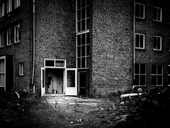 (Nico_1962) Tags: leica m240 summarit zwartwit bw rangefinder leicam summarit35mm urban stad zwolle nederland thenetherlands walls windows muur muren raam ramen