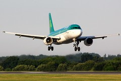 EI-DEF (AnDyMHoLdEn) Tags: aerlingus a320 egcc airport manchester 05r