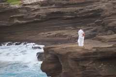 Romance (daniellih) Tags: 2016 october oahu hawaii freelensing freelens freelancer freelense lanailookout lanai lookout beach shore bay water waves wave landscape scape nature outdoor island tropics tropic tropical people couple wedding weddingphoto hugging