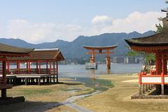 Low tide at Miyajima (iorus and bela) Tags: iorus japan holiday vakantie 2016 hiroshima bela miyajima itsukushima shrine floatingtorii torii lowtide