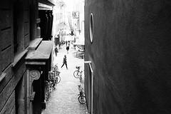 bird's eye (gato-gato-gato) Tags: 35mm asph ch hp5 iso400 ilford leica leicamp leicasummiluxm35mmf14 mp mechanicalperfection messsucher schweiz strasse street streetphotographer streetphotography streettogs suisse summilux svizzera switzerland wetzlar zueri zuerich zurigo zrich analog analogphotography aspherical believeinfilm black classic film filmisnotdead filmphotography flickr gatogatogato gatogatogatoch homedeveloped manual rangefinder streetphoto streetpic tobiasgaulkech white wwwgatogatogatoch zrich manualfocus manuellerfokus manualmode schwarz weiss bw blanco negro monochrom monochrome blanc noir strase onthestreets mensch person human pedestrian fussgnger fusgnger passant zurich