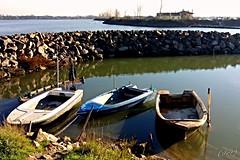 ___ per la quarta non c' rimedio ___ (erman_53fotoclik) Tags: barche calma riparo laguna molo sassi vista scorcio tre rosolina mediacom s501 erman53fotoclik acqua orizzonte