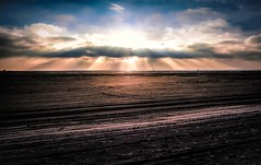 beam me up Scotty ;-) (claudia.kiel) Tags: deutschland germany schleswigholstein nordsee northsea stpeterording strand beach ebbe lowtide sand himmel sky clouds wolken cloudscape gegenlicht sonnenstrahlen sunbeams landschaft landscape