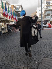 Blue hair (Jeroen Hillenga) Tags: stad straat street streetwise straatfotografie streetphotography city cityscape candid groningen grotemarkt netherlands nederland bluehair