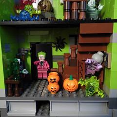 11-Modular Monster House MOC Halloween Edition front door_01 (fuggoo) Tags: zombie zombies legozombie lego moc modular monster monsters house halloween pumpkin marilyn monroe elvis presley joker ghost ghosts ghostbusters
