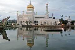 Bandar Seri Begawan, Brunei (gwyom) Tags: brunei bruneimuaradistrict bandarseribegawan jalanelizabethdua southeastasia mosque architecture sultanomaralisaifuddinmosque