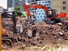Demolición en la calle Puerta del Sol, Las Condes