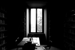 Afternoon in the library (-Aldievel-) Tags: italy leica blackandwhite light italia books window studio tuscany monochrome siena library university life work afternoon biancoenero libro luce finestra inside working lavoro pomeriggio biblioteca università libri lettere dlux3 lettereefilosofia