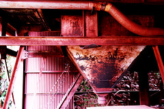 eIMG_3860 (tantan_haikyo) Tags:  works factory  ruins urbanexploration urbex  red