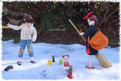 Mei is playing with what Maru received from Kiki's delivery!! ;-) (cute-little-dolls) Tags: kiki mei ruruko jiji doll toy rody cat raindeer sled snow gashapon fun happy friends winter fingerpuppet