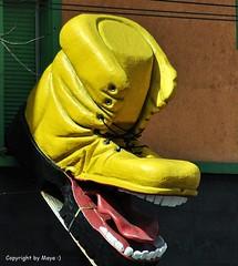 Stinkstiefel .. ;))) * I'll eat you .. ;))) *    . DSC_7045-002 (maya.walti HK) Tags: 2011 211116 amarillo copyrightbymayawaltihk flickr gelb nikond3000 schuh schuhe shoes yellow zrich zrich zapatos zurich colors farben colores