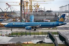 Vietnam Airlines VN-A392 (Howard_Pulling) Tags: shanghai pudong airport pvg china chinese aircraft howardpulling