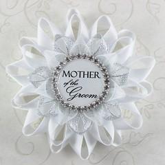Bridal shower pins! http://buff.ly/2jFY9CD #etsy #gifts #weddings #bridalshower #2017wedding (petalperceptions.etsy.com) Tags: etsy smallbiz flowers jewelry