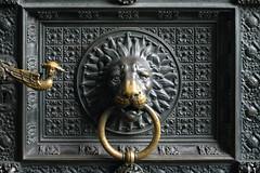 Klner Dom - 1 (fksr) Tags: door church bronze germany cathedral head lion cologne kln portal doorhandle doorknocker stpeter klnerdom bronzering bronzerelief
