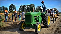Hayride arrives 10 4 2014 (rbdal (Rick Dalrymple)) Tags: tractor fall oregon nikon johndeere sauvieisland multnomahcounty thepumpkinpatch d7000