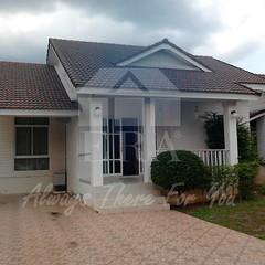 (K.เกรียงศักดิ์) ทรัพย์ERA.INET 557446 http://www.era.co.th/property-view.html?q=557446 บ้านเดี่ยวชั้นเดียว เนื้อที่ 83.7 ตร.ว. ตัวบ้านสวย สภาพดีมาก ตั้งอยู่ใกล้เซ็นทรัล และโฮมโปร เหมาะสำหรับอยู่อาศัย โครงการธาราศิริ คลองบางชุมโถ หลังโรงพยาบาลสุราษฎร์ธานี