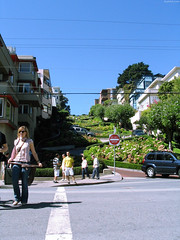 "People in front of Lombard Street • <a style=""font-size:0.8em;"" href=""http://www.flickr.com/photos/34843984@N07/15360400217/"" target=""_blank"">View on Flickr</a>"