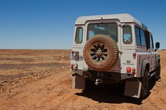Comfort break on the Oodnadatta Trail close to the Nilpinna Station (jfantenb) Tags: 110 australia sa landrover southaustralia arb woomera defender alicesprings oodnadatta canonef24105mmf4lis goodyearwranglermtr oodnadattatrail