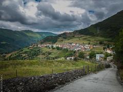 Pajares, Asturias, España (IMAXEbyEC) Tags: verde montagne spain village pueblo asturias paisaje montaña paysage espagne pajares montain asturies catanbrico