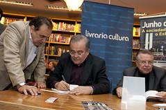 """Integrantes do Espaço Democrático lançam livro sobre manifestações de 2013 • <a style=""""font-size:0.8em;"""" href=""""http://www.flickr.com/photos/60774784@N04/15416944437/"""" target=""""_blank"""">View on Flickr</a>"""