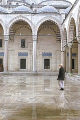 Solymon Mosque 076576 (Dan Bachmann) Tags: old travel white building dan architecture buildings turkey spectacular photography big construction ancient asia columns middleeast landmark istanbul mosque architectural historic historical bachmann turkish 2007 everlasting placeofworship religiousbuilding danbachmann
