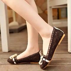 รองเท้าส้นเตี้ยแบบบัลเลต์แฟชั่นเกาหลีดีไซน์คัทชูลูกไม้ นำเข้า ไซส์34ถึง43 พรีออเดอร์RB2024 ราคา1050บาท รองเท้าส้นเตี้ยลูกไม้ แฟชั่นเกาหลีแบบรองเท้าแฟชั่นสวมน่ารักวัสดุทำด้วย Lace Fabric คุณภาพใส่สบาย น้ำหนักเบา ทำความสะอาดง่าย ซื้อได้ที่เว็บขายรองเท้าแฟชั